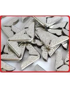 Метални ъгли за албуми, бележници, книги и др.  Сребро 20x14 mm, /14x14x2.8 mm/ 1 бр.